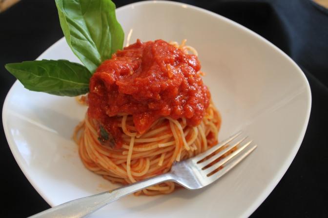 Spaghetti al Pomodoro con Basilico